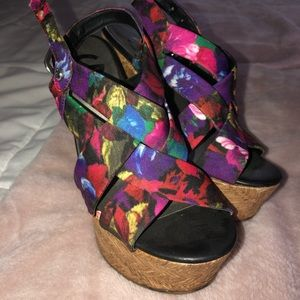 Guess Size 5 wedges